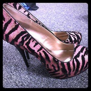 SHI (Journeys) super cute zebra print heels